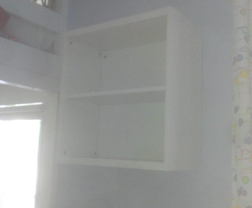 Montáž poliček na stěnu