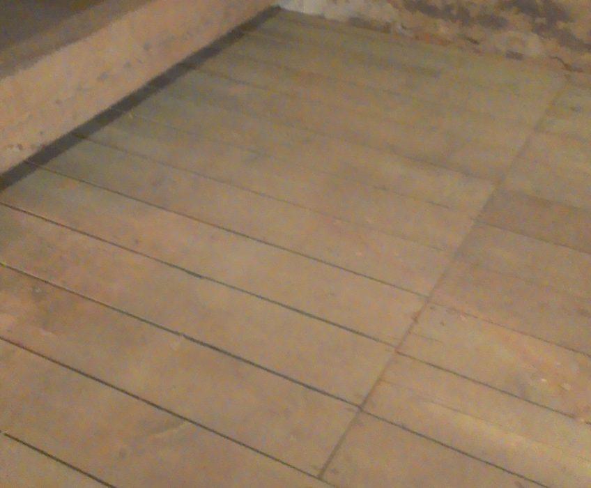 Odklopení dřevěné podlahy
