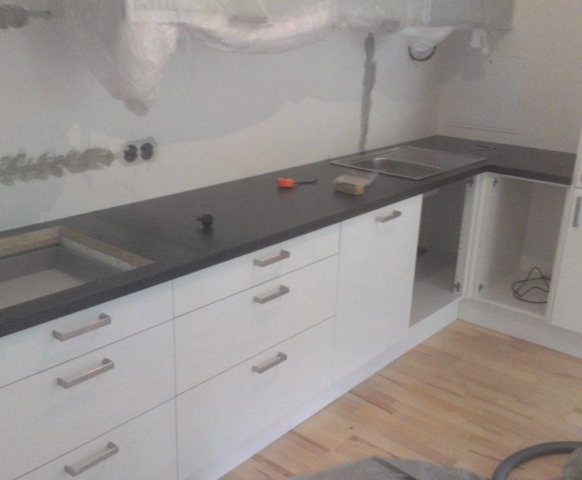 Montáž kuchyňské linky a vzduchovodu digestoře