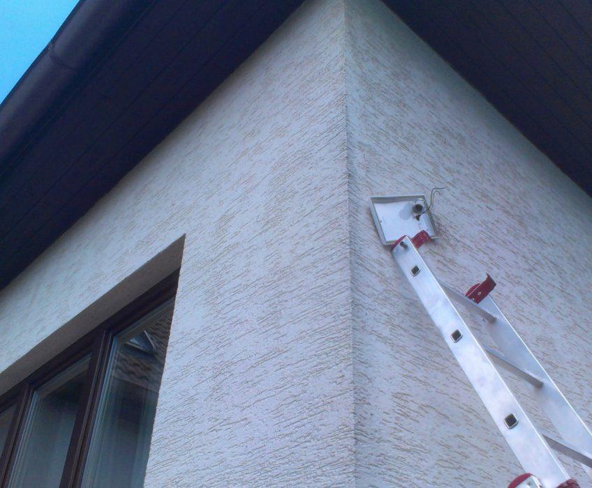 Montáž světla na dům
