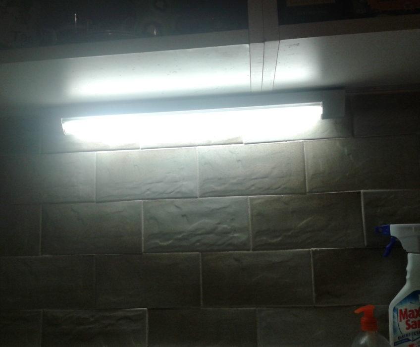 Montáž světla, oprava pantu skříně,montáž nábytku