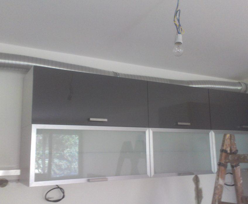 Montáž kuchyňské linky a vzduchovodu