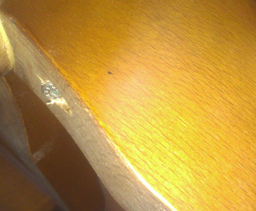 Oprava nožičky stolu