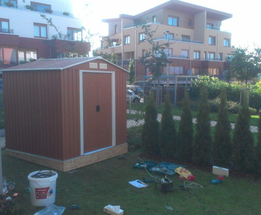 Stavba zahradního domku