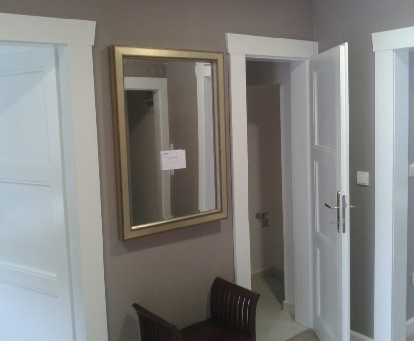 Hodinový manžel Praha-instalace zrcadla