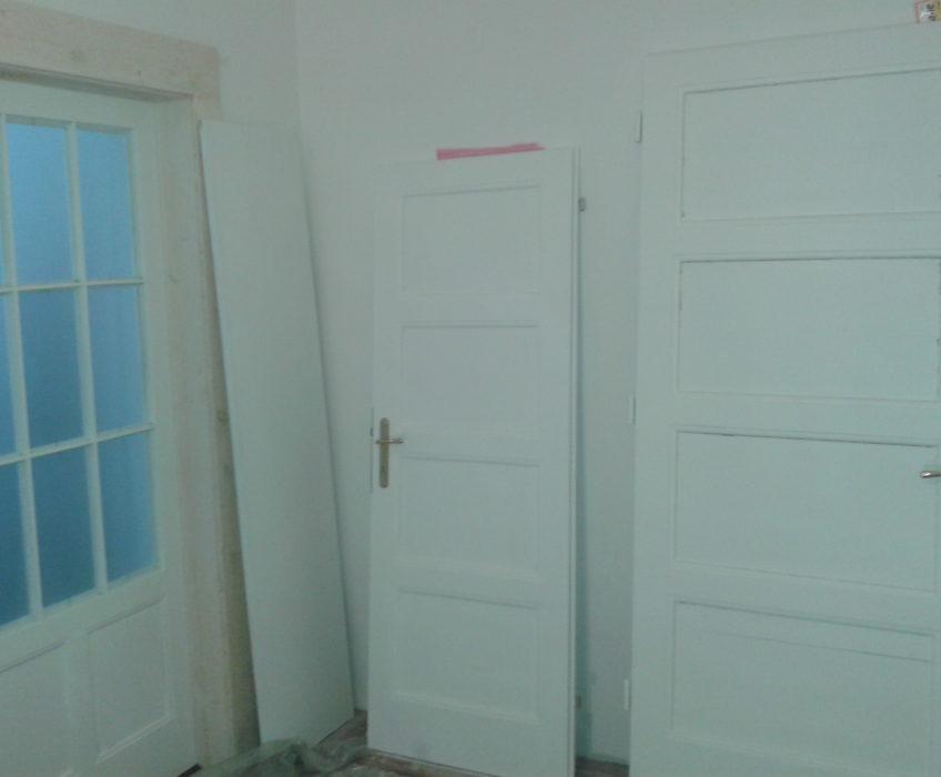 Renovace dveří a lakování futer