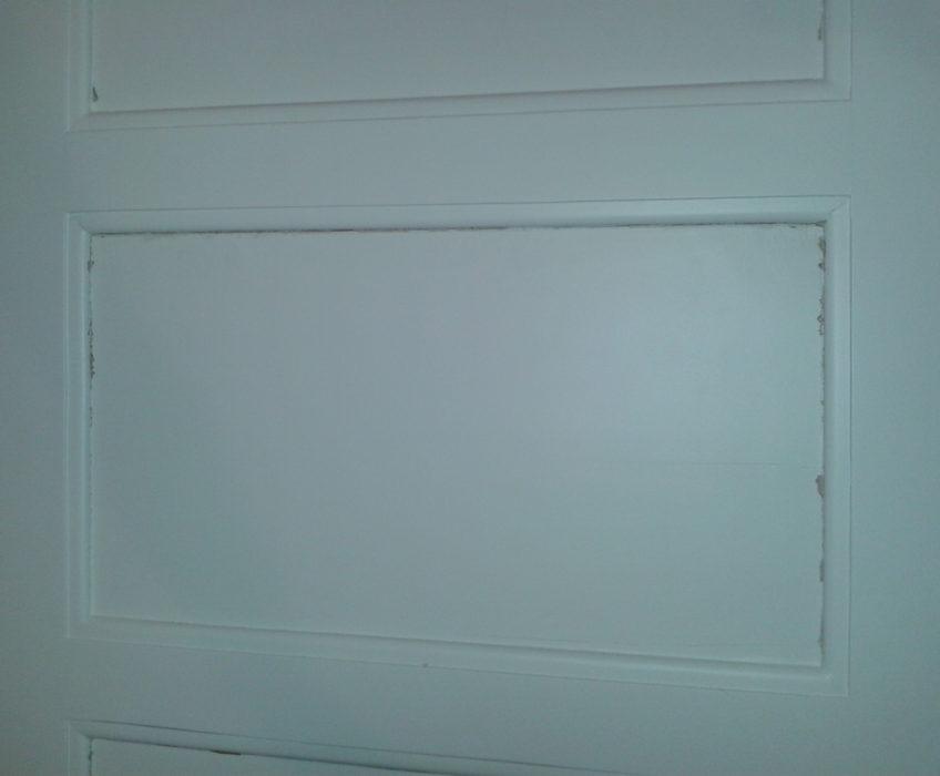 Renovace popraskaných tabulí dveří