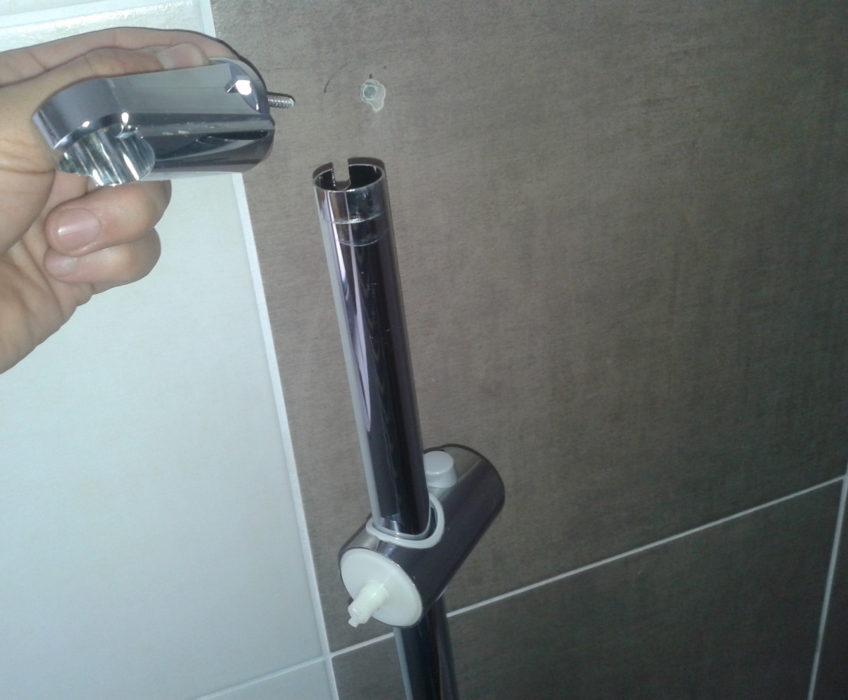 Montáž nového posuvného držáku sprchy