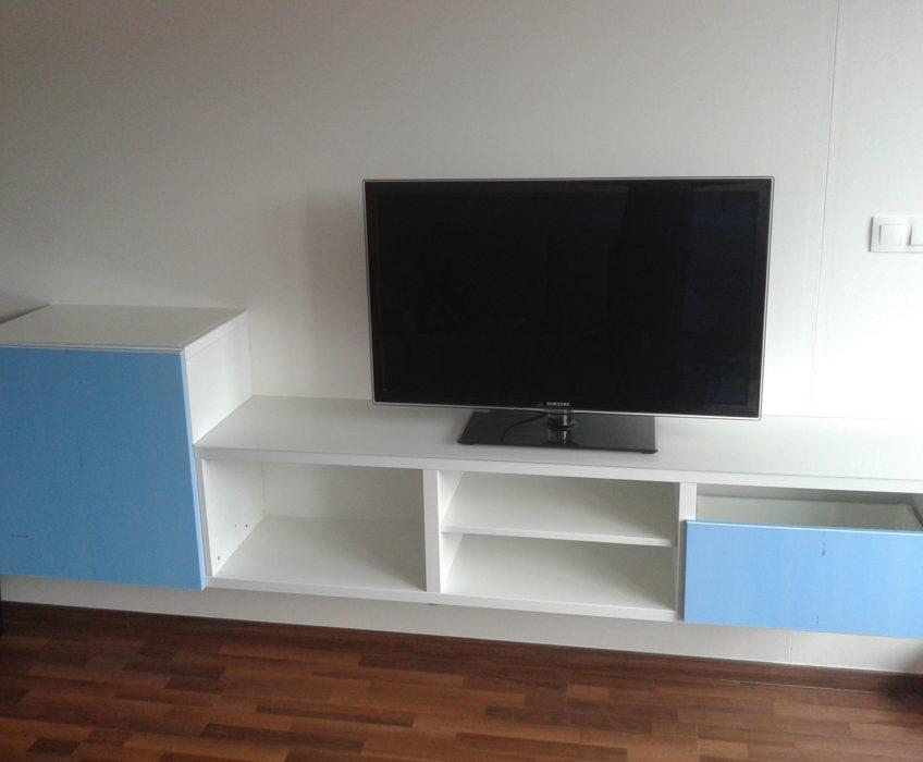 Montáž TV nábytku na stěnu