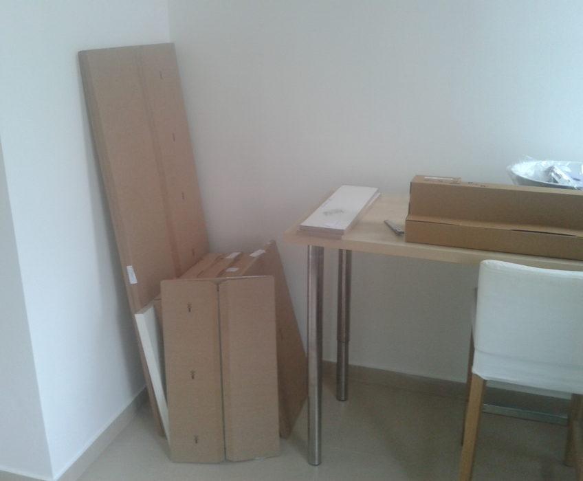 Montáž postelových roštů, skříně a stropního svítidla