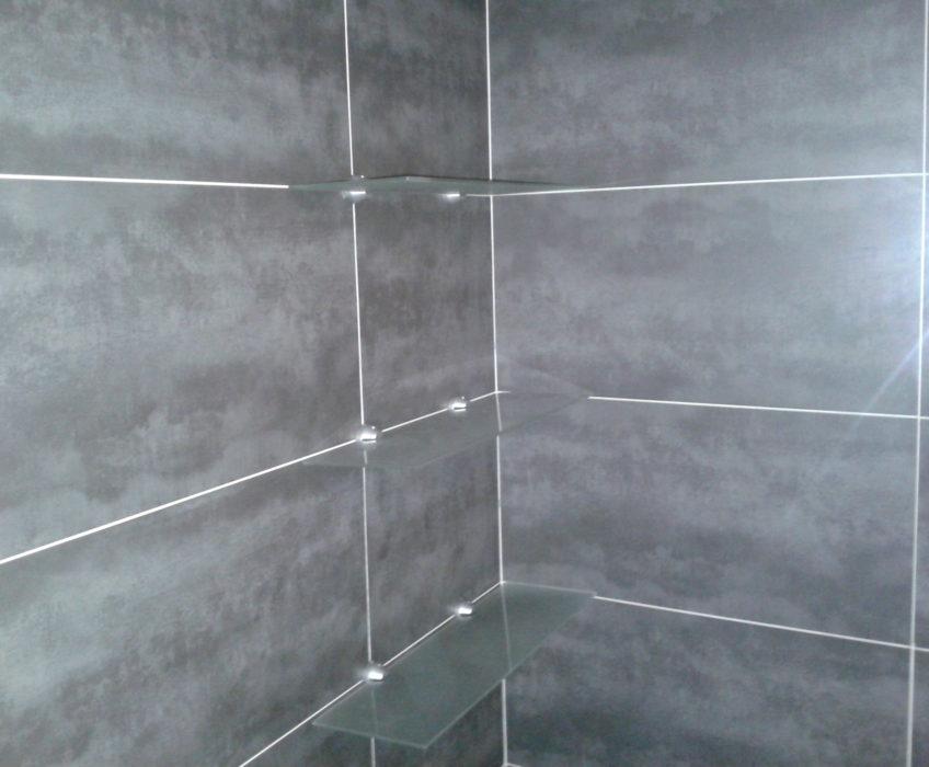 Montáž sprchových polic