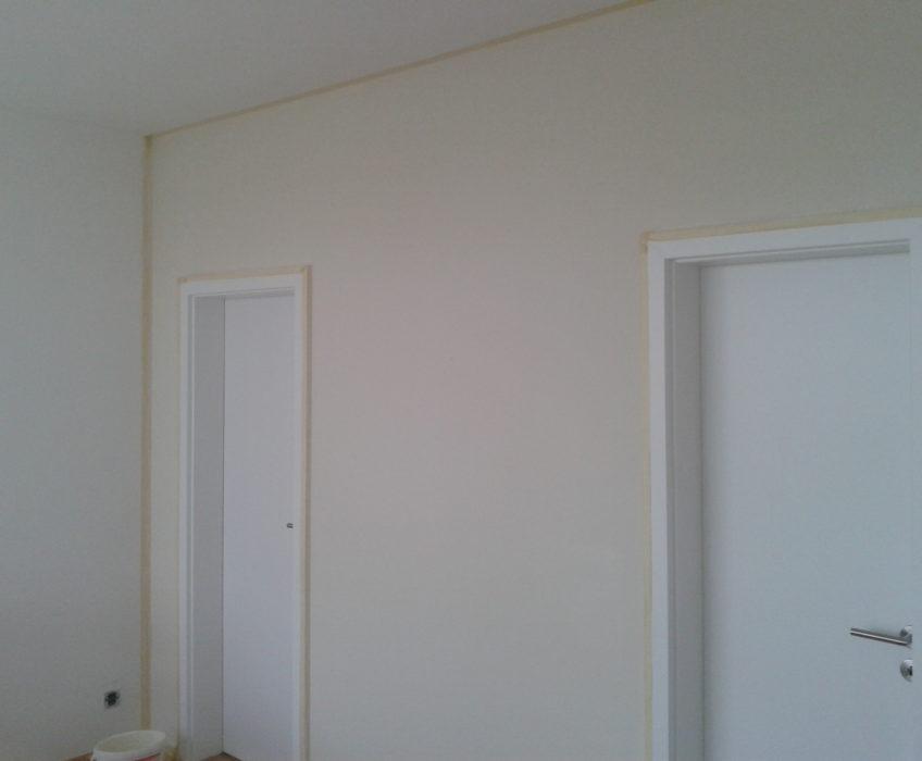 Výmalba stěny okolo dveří