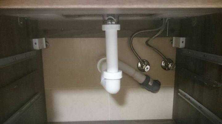 Montáž odpadu v koupelně