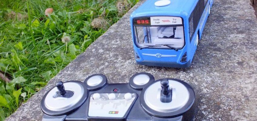 Oprava hračky RC modelu autobusu
