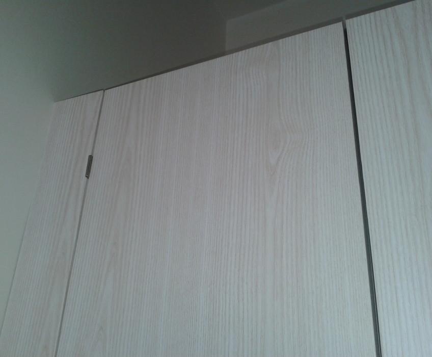 Renovace skříně samolepicí tapetou