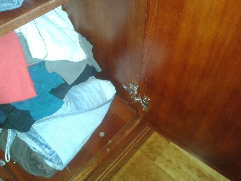 Oprava a seřízení pantů skříně