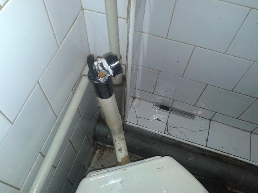 Čištění ucpaného WC