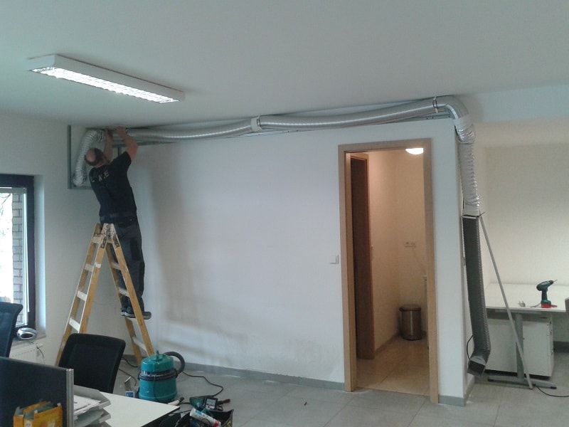 Montáž vzduchovodu klimatizace a Sádrokartonového kastlíku pro zakrytí vzduchovodu