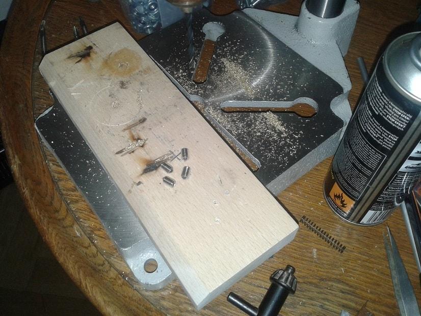 Leštění dveřního kování a řezání závitů na stavěcí šrouby
