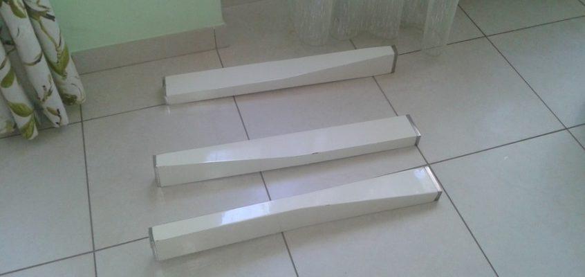Lepení noh skleněného stolu