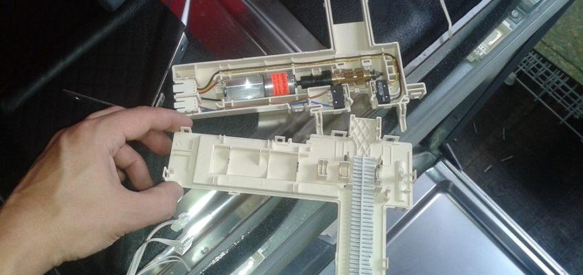 Mechanismus automatického otevírání dveří myčka Miele