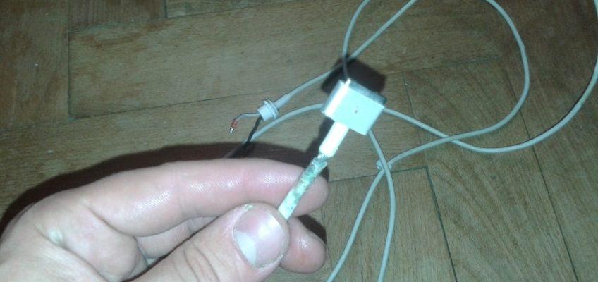 Výměna kabelu nabíječky iPhone