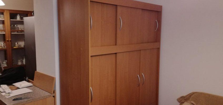 Montáž šatní skříně