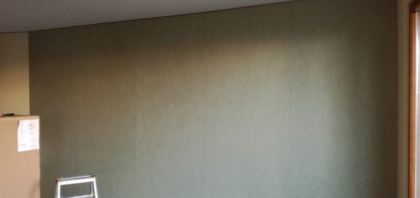 Tapetování stěny vliesovou tapetou