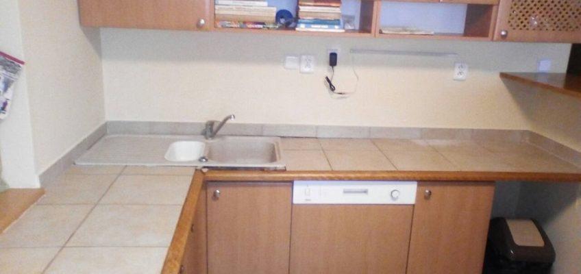 Montáž kuchyňské desky na dlaždice