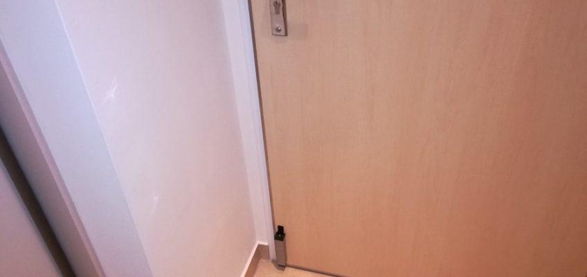 Montáž světla a dveřní zarážky