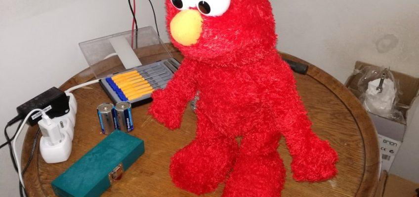 Oprava hračky Fisher Price Elmo Live Toy