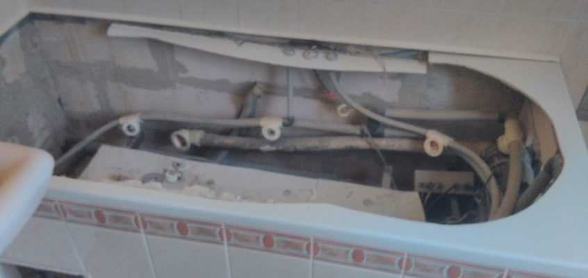 Výměna vany instalace sprchového koutu připojení pračky