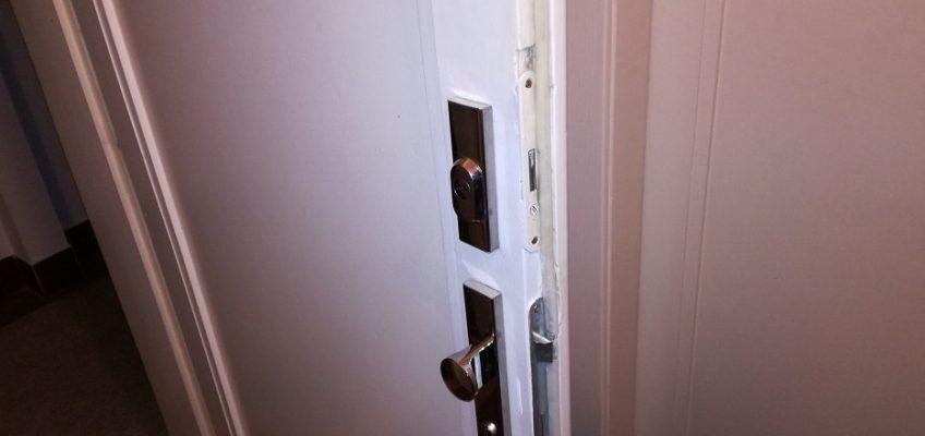 Oprava kování dveří