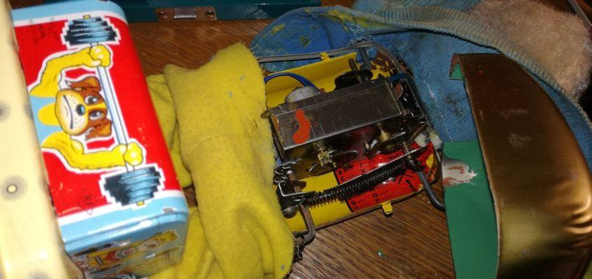 Oprava staré hračky