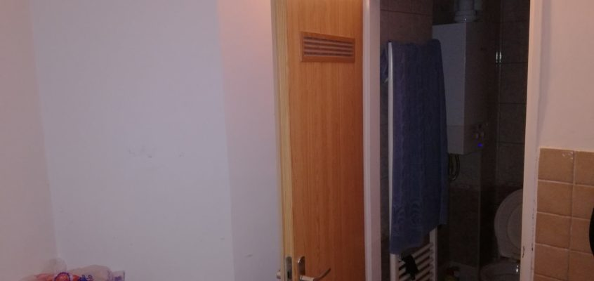 Oprava postele-renovace dveří samolepicí tapetou-výměna vypínače