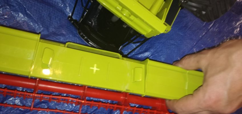 Oprava hračky kombajnu