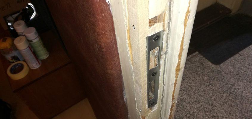 Oprava dveřního kování