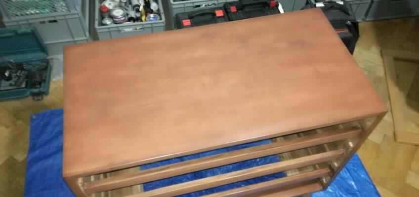 Oprava, broušení a nátěr mahagonové komody