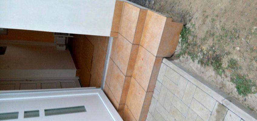 Pokládka dlažby na schody