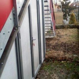 Výroba a instalace venkovního kovového schodiště s přístavkem