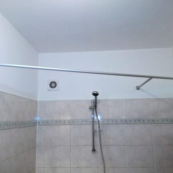 Výroba a montáž tyčí závěsu koupelny