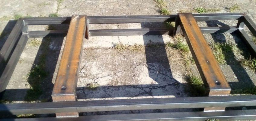 Výroba kovového přepravního boxu