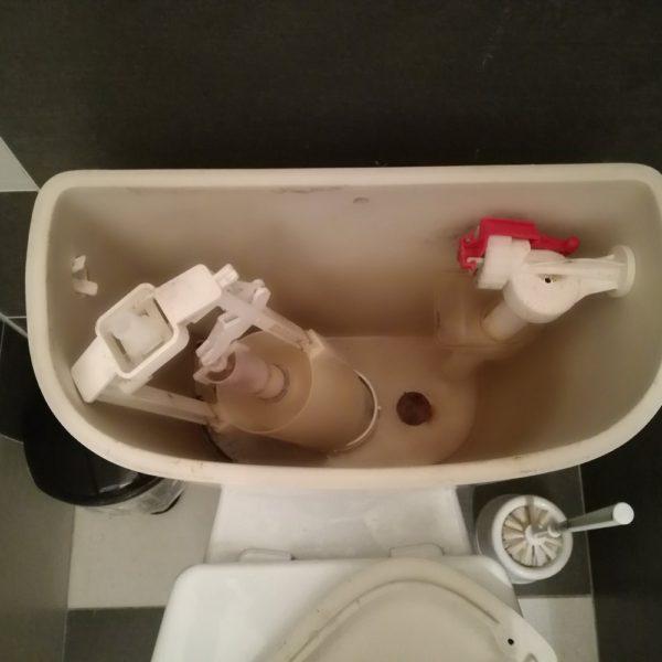 Oprava protékajícího WC