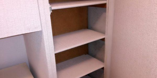 Tapetování, polep staré skříně