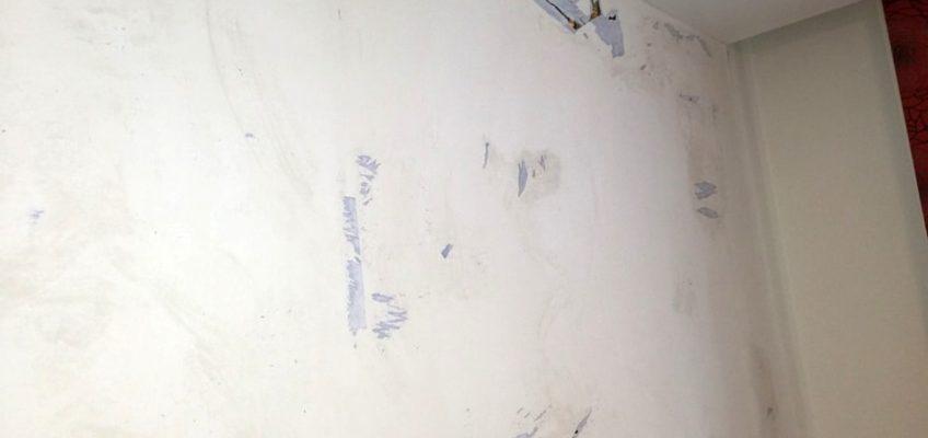 Výměna nepovedené papírové tapety