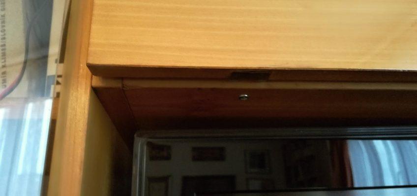 Oprava pantu skříňky