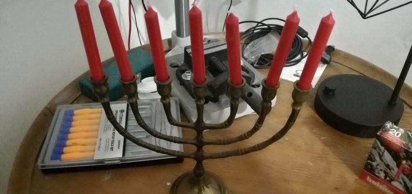 Leštění židovského svícnu