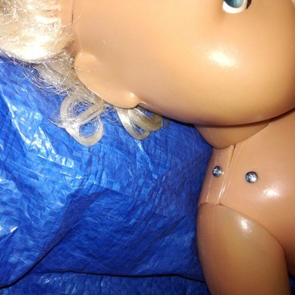 Oprava panenky uchycení hlavy a ruky